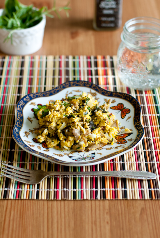 scrambled eggs with oyster mushrooms