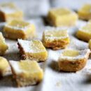 lemon bars sliced_