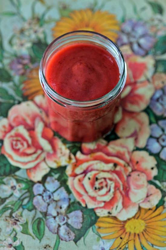 Blood Orange, Papaya, and Cherry Smoothie from @winnieab//www.healthygreenkitchen.com